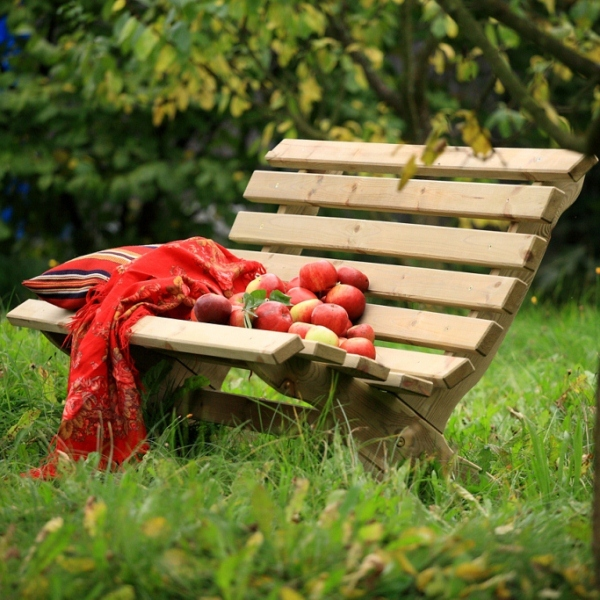 Lily Bench